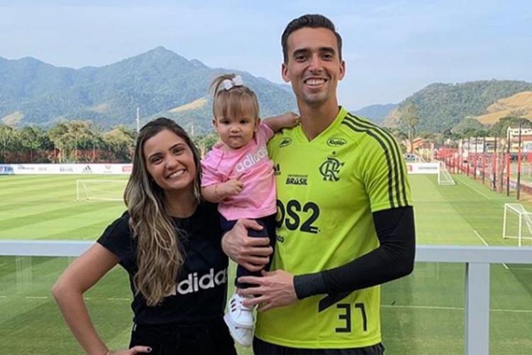 O goleiro do Flamengo César Bernardo anuncia que será pai novamente