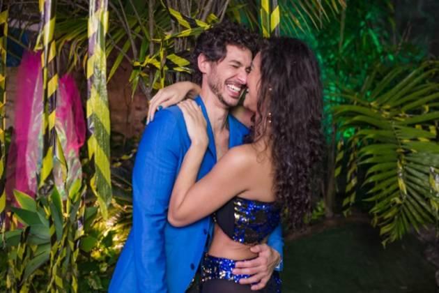 Débora Nascimento Luiz Perez reprodução da foto Festa Apocalipse Tropical Facebook.