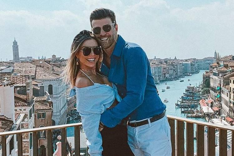 Flávia Viana e Marcelo Zangrandi comemoram 2 anos de namoro e trocam declarações