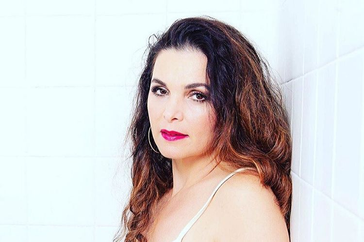 Luiza Ambiel, ex-'Banheira do Gugu', é confirmada no elenco do reality de Sabrina Sato