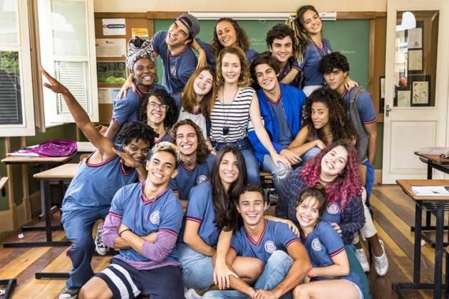 Malhação - Gabriela entre seus alunos (Globo/Sergio Zalis)