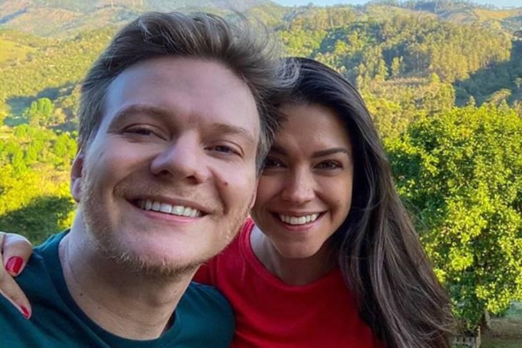 Michel Teló e Thais Fersoza comemoram cinco anos de casados