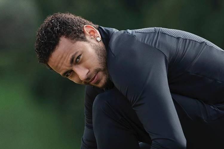 """Solteiro? Neymar manda possível indireta e agita a web: """"Você não colabora"""""""
