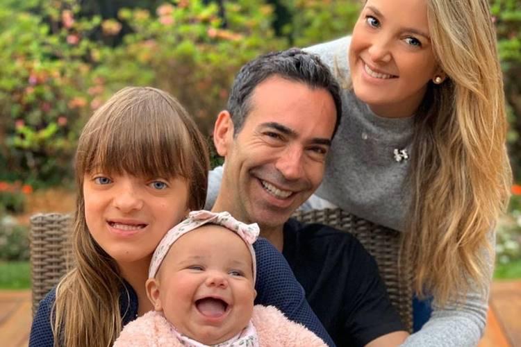 Ticiane Pinheiro encanta a web com registro em família