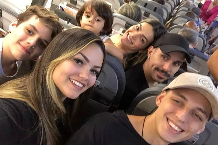 Suzanna Freitas viaja com a família para celebrar o aniversário