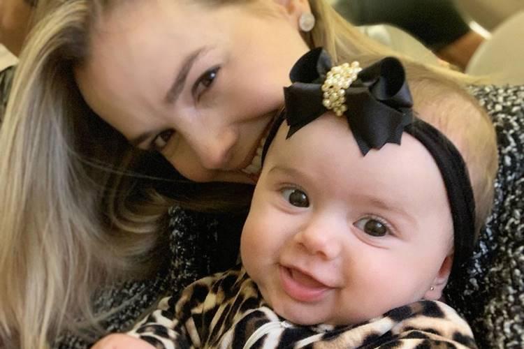 Sertaneja Thaeme planeja segundo filho para 2020