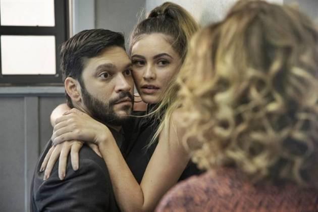 Bom Sucesso - Diogo é flagrado com Jeniffer (Globo/Victor Pollak)