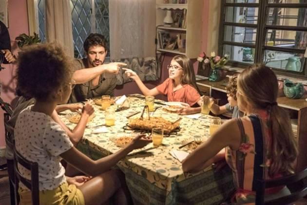 Bom Sucesso - Marcos e Sofia jantam na casa de Paloma (TV Globo)
