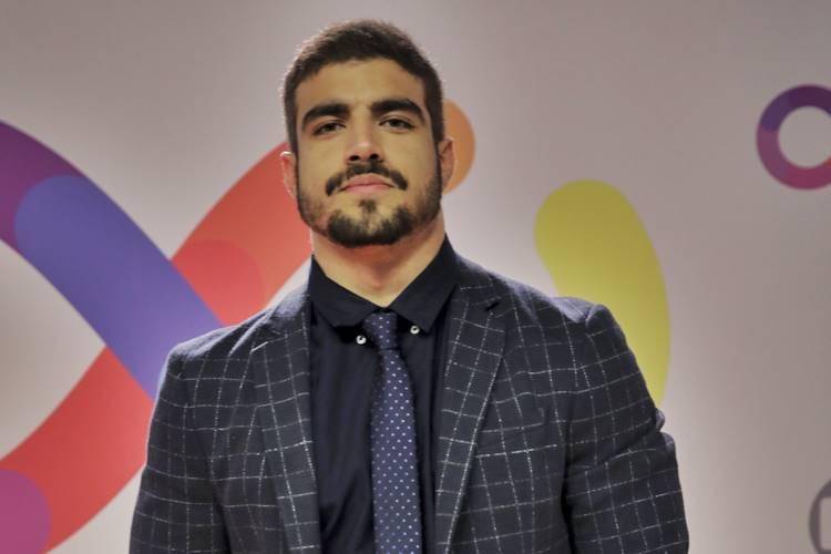 Caio Castro usa filtro do Instagram para fazer revelações pessoais
