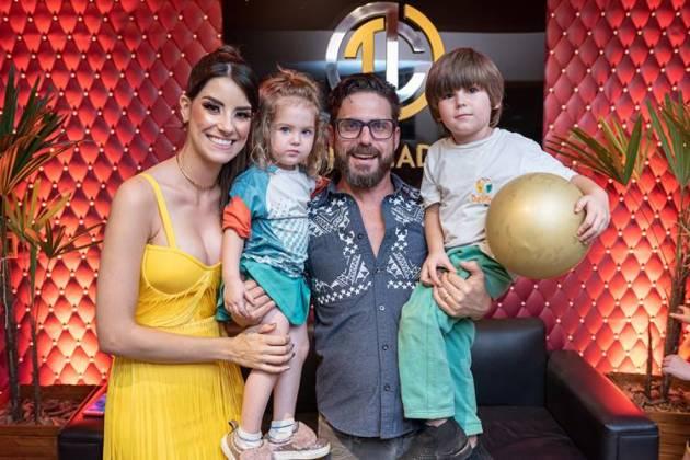 Cantor sertanejo Hudson com a família (Paulo Pedron)