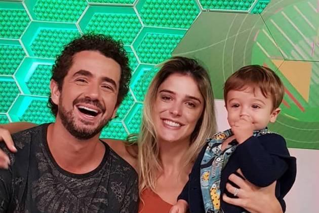 Felipe Andreoli ao lado da mulher, Rafa Brites e o filho Rocco - Instagram