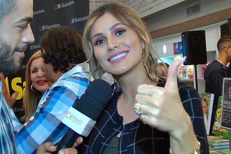"""""""Que assim seja"""", diz Lívia Andrade sobre perda de lugar no SBT"""