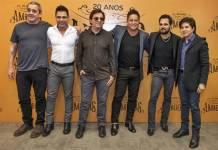 O diretor LP Simonetti, Zezé Di Camargo, Chitãozinho, Leonardo, Luciano e Xororó (Globo/Fábio Rocha)