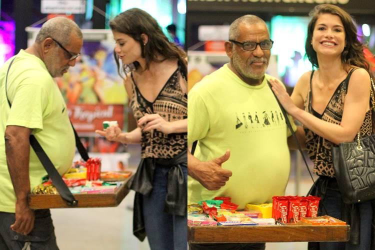 Alinne Moraes distribui carinho aos fãs no Rio de Janeiro