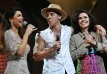 Amanda com o vencedores (Juan Ribeiro / Divulgação TV Aparecida)