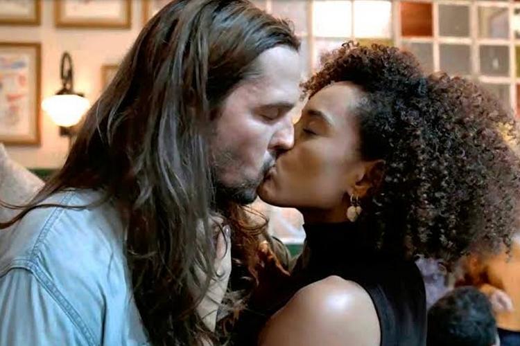 Vladimir Brichta abre o jogo sobre cenas quentes com Taís Araujo em 'Amor de Mãe'