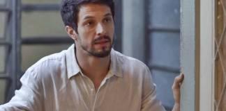 Bom Sucesso - Marcos aparece na casa de Paloma (Reprodução/TV Globo)