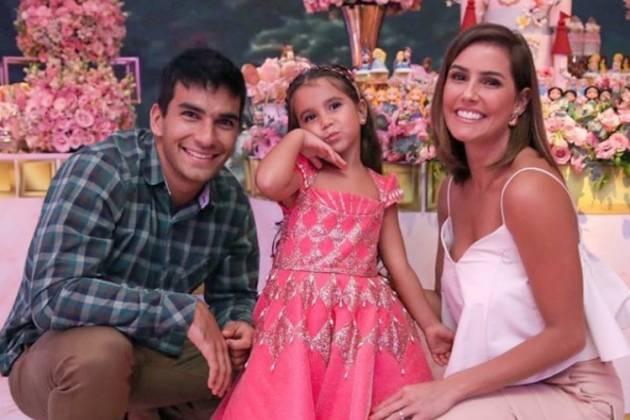 Deborah Secco E Hugo Moura Celebram Aniversário De 4 Anos Da