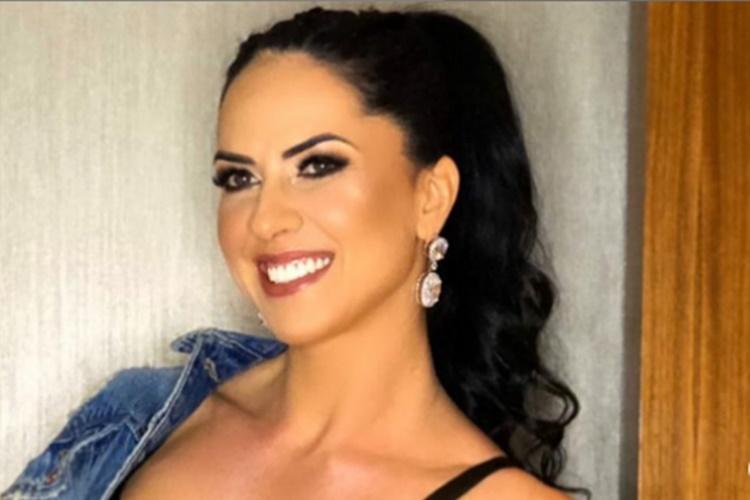 Graciele Lacerda aposta em look descolado para curtir o show de seu amado o sertanejo  Zezé Di Camargo