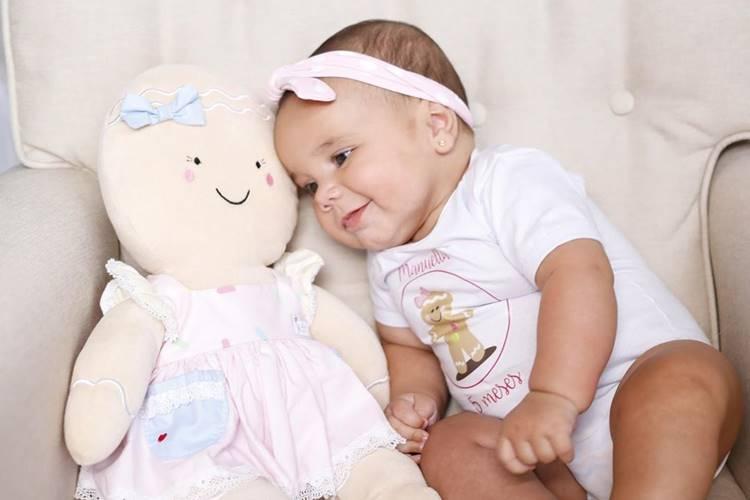 Ticiane Pinheiro celebra quinto mês da filha, Manuella