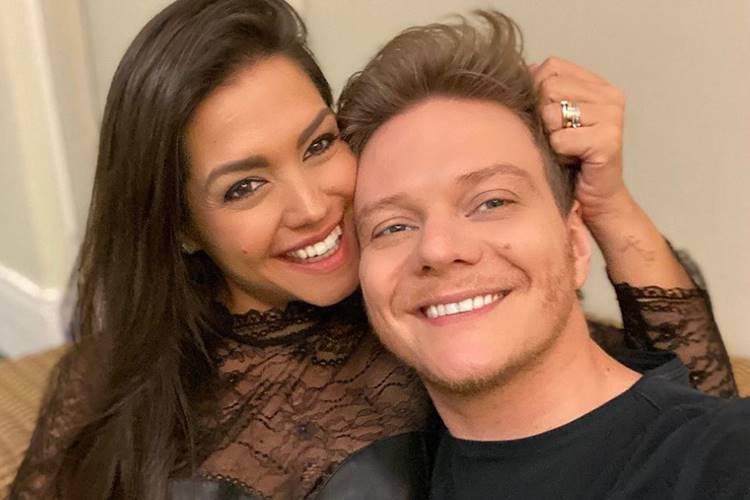 Thais Fersoza realiza surpresa de aniversário romântica para sertanejo Michel Teló