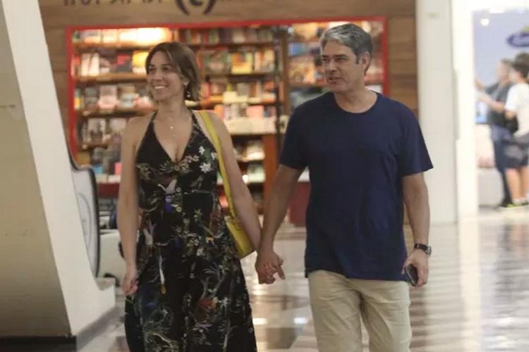 Em raridade, William Bonner e Natasha Dantas são vistos juntos durante passeio romântico