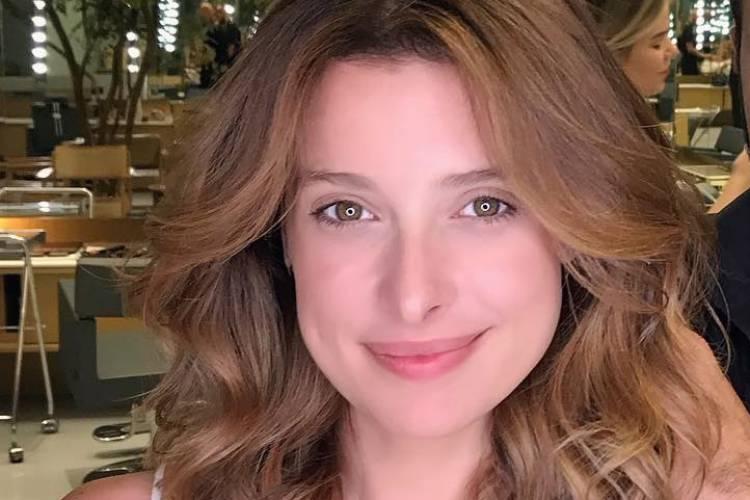 """Bruna Spínola posta primeira foto da filha após o nascimento: """"Momento único"""""""