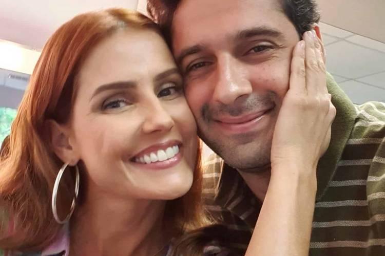 João Baldasserini posa com Deborah Secco e celebra parceria