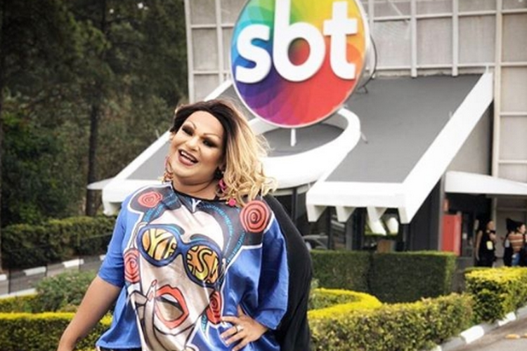 Drag queen, repórter de afiliada do SBT relata homofobia de famosa digital influencer