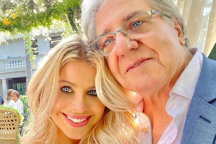 Karina Bacchi celebra aniversário do pai, Ítalo Bacchi
