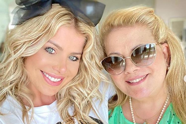 Karina Bacchi comemora o aniversário da mãe