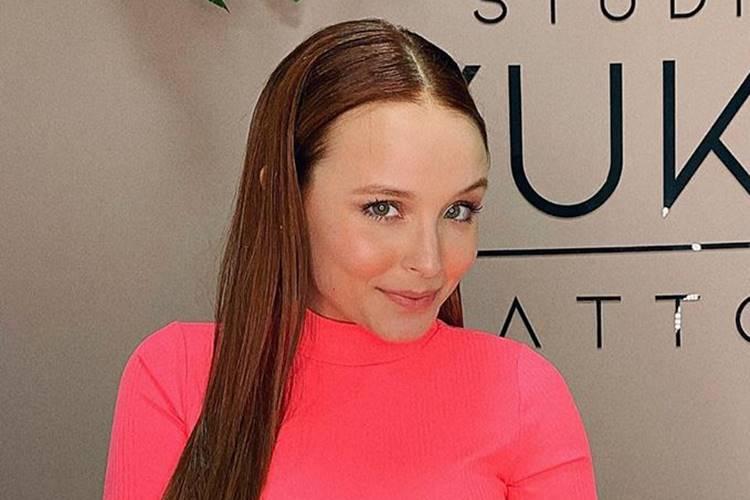 Larissa Manoela compartilha foto com novo penteado; Confira!