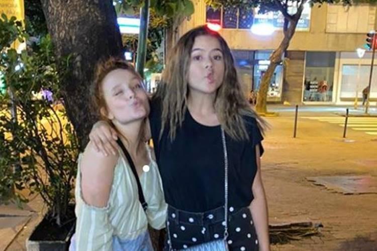 Maisa celebra encontro com Larissa Manoela