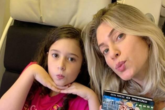 Letícia Spiller e filha Stella reprodução Instagram