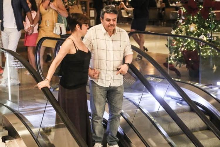 Sucesso nos anos 80, Lídia Brondi faz rara aparição ao lado do marido Cássio Gabus Mendes