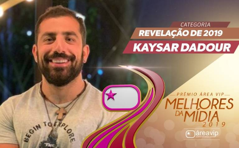 """Kaysar fatura troféu de 'Revelação de 2019' no Prêmio Área VIP e celebra: """"Obrigado por tudo"""""""