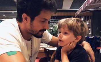 Rômulo Estrela e filho Theo reprodução Instagram