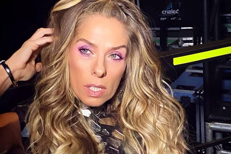 Adriane Galisteu relembra foto da época de cantora no grupo 'Meia Soquete'