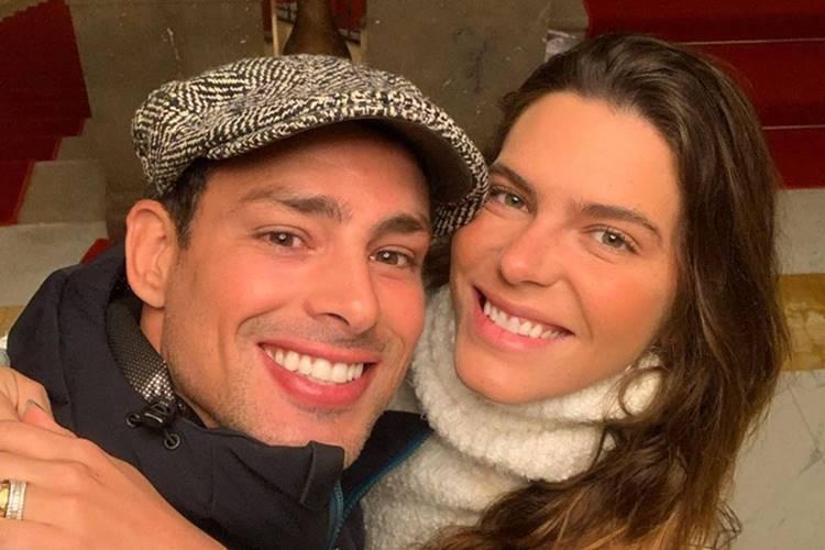Cauã Reymond surge apaixonado ao lado de Mariana Goldfarb