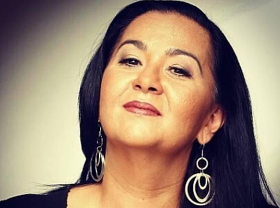 Cantora Claudia Telles
