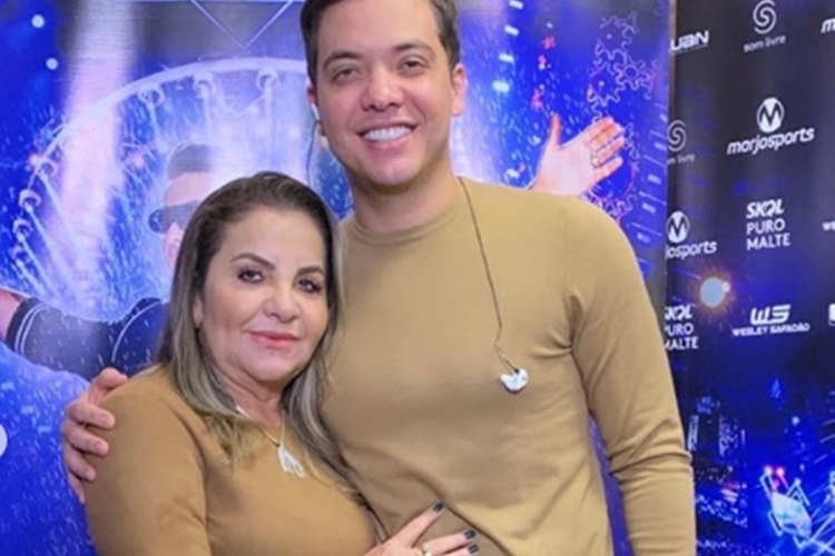 Wesley Safadão comemora aniversário da mãe com foto antiga e surpreende a web