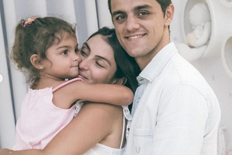 Felipe Simas e esposa mostram o quarto do terceiro filho do casal