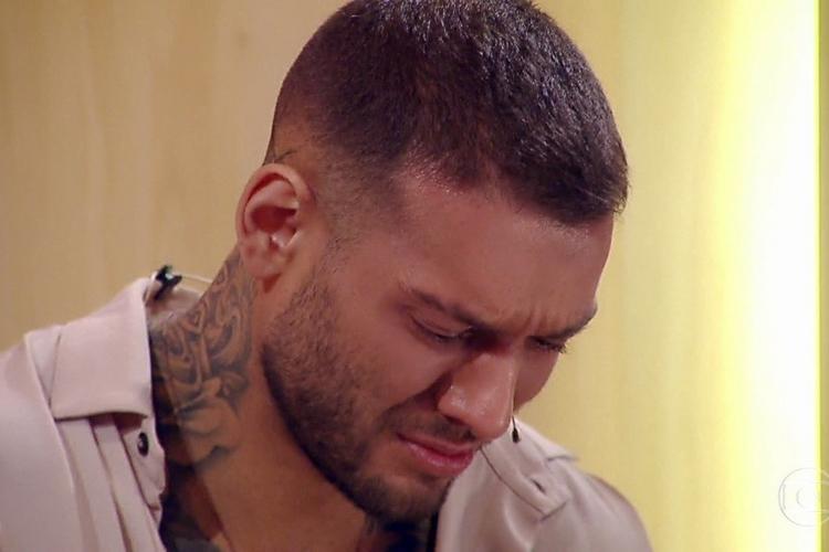"""Lucas Lucco abre o jogo sobre a sua situação durante a quarentena: """"Estou sensível"""""""
