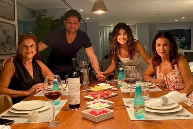 Mãe de Ronny Cecconello, Paula Fernandes, e mãe Dulce reprodução Instagram