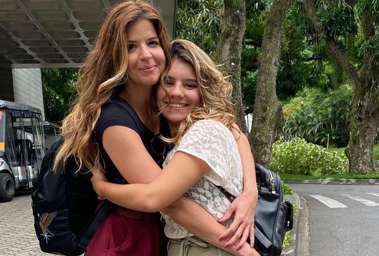 Mariana Santos faz declaração para Dora de Assis, sua filha na ficção