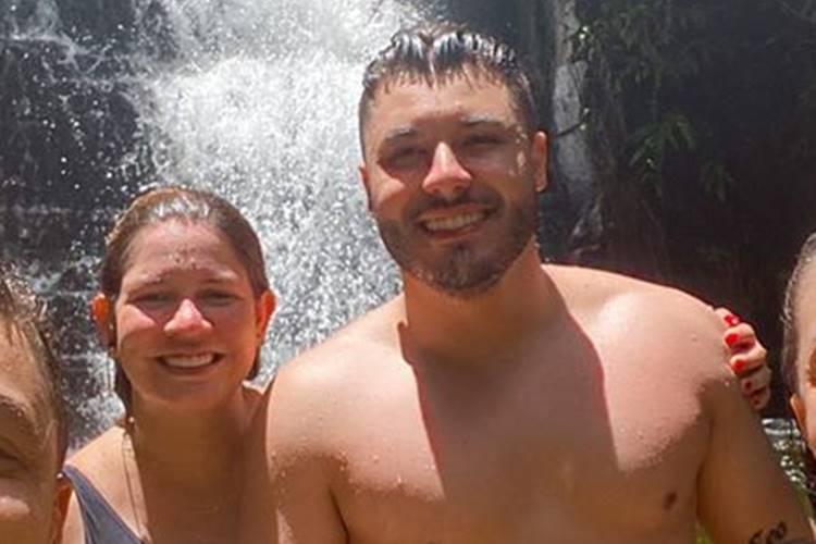 Sertaneja Marília Mendonça curte descanso ao lado do namorado