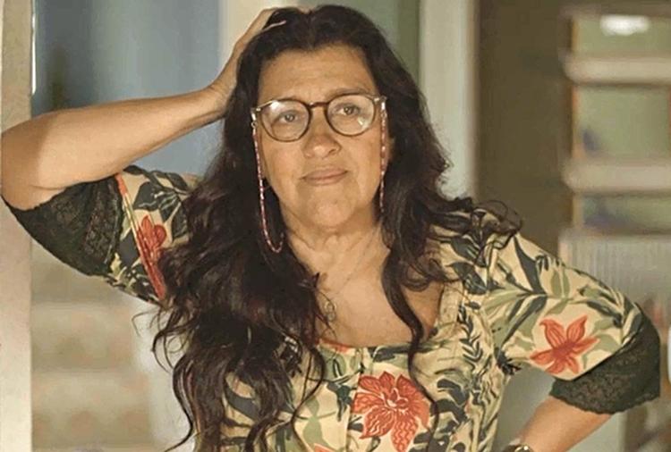 Regina Casé dá dicas de como se fantasiar de Lurdes, personagem de 'Amor de Mãe', no Carnaval