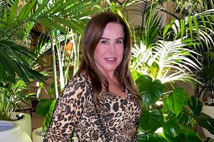 Ex de sertanejo Zezé Di Camargo, Zilu Camargo, curte momento com os netos e encanta a web
