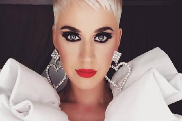 Coronavírus: Grávida, Katy Perry é vista em aeroporto, saindo da Austrália
