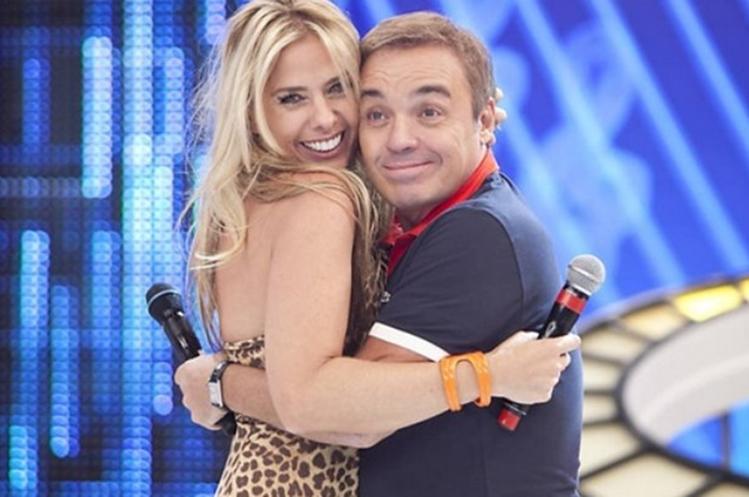 Adriana Galisteu pode ocupar lugar de Gugu Liberato no 'Power Couple' na Record TV